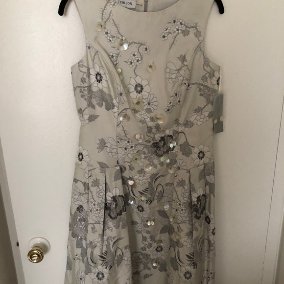 Teri Jon Dresses & Skirts - Teri jon silver sequin flower midi knee dress NWT